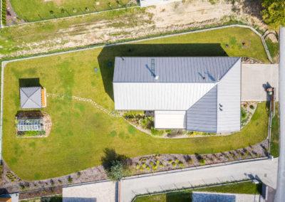 Letecký pohled na rodinnou dům - dřevostavbu u Ostravy