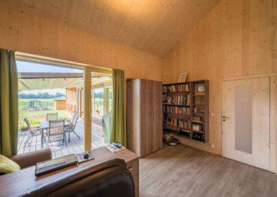 Obývací pokoj v rodinné dřevostavbě