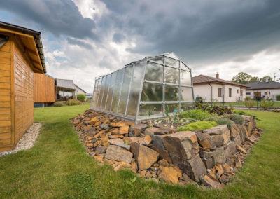 Zahrada u rodinné dřevostavby - rodinný dům u Ostravy